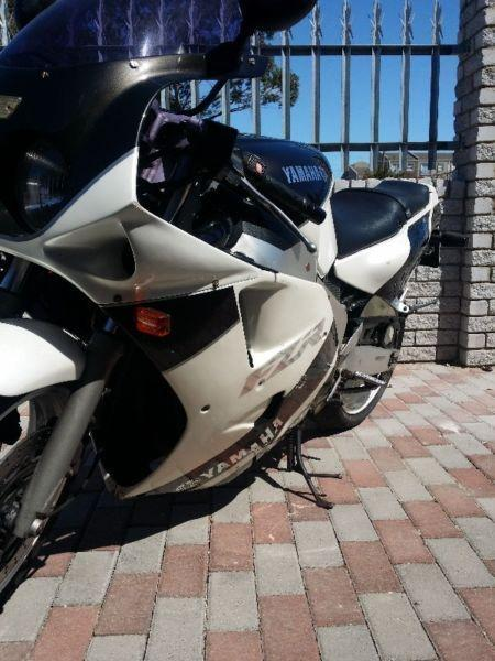 1992 Yamaha FZR (NEG) For sale as is. Papers in order