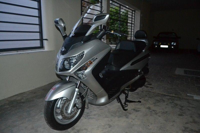 Sym Scooter GTS 300 still new
