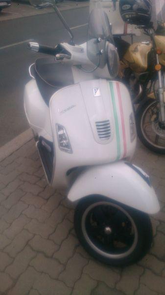 Vespa GTS300 Super 2011
