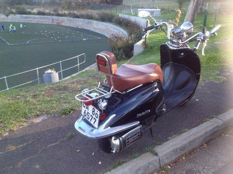 Selling a black 150cc MotoMia Milano, retro style scooter