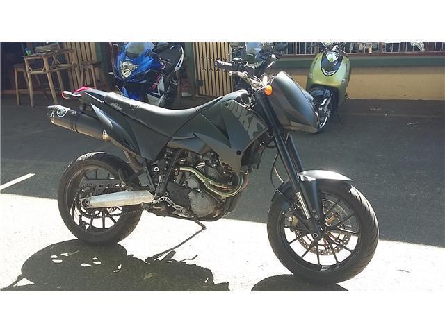 KTM 640 LC4 SUPERMOTO @ TAZMAN MOTORCYCLES