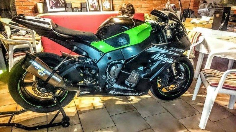 Kawasaki ZX10R RACE BIKE