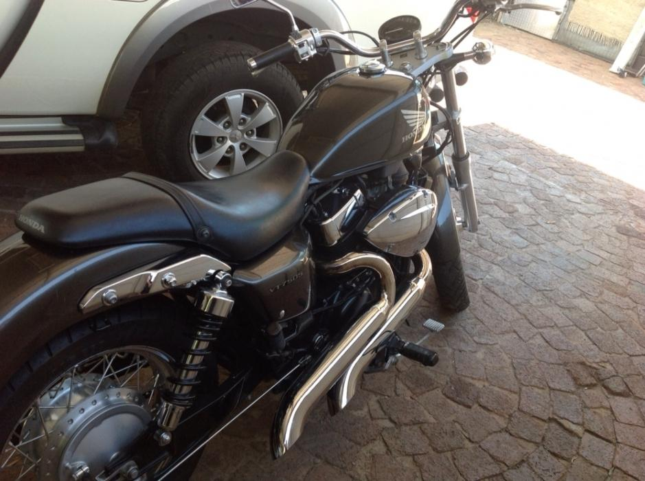 Honda Shadow VT 750 RS with Custom exhaust system
