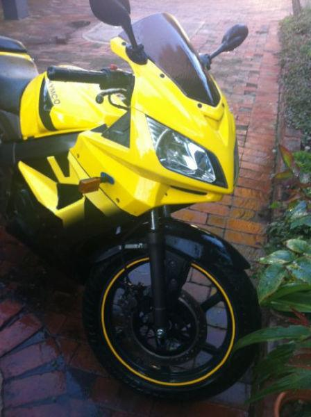 2008 Kymco Quannon 125cc small sportsbike with helmet, boots, jacket and gloves