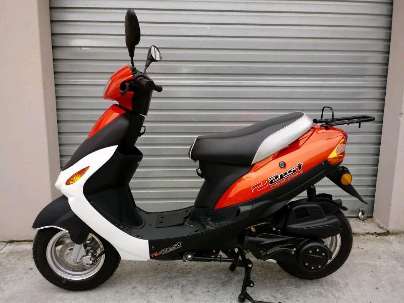 Zest 125cc Scooter. New