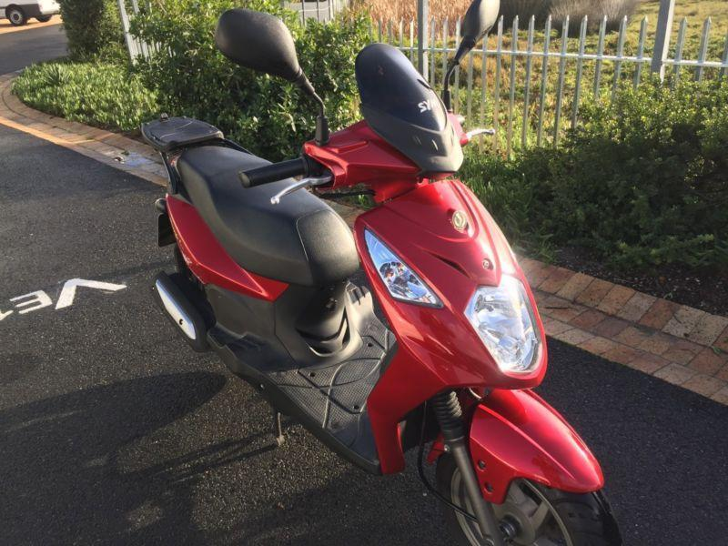 2013 Sym Simply Scooter - 150cc , as new , 3500km