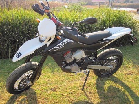2013 HUSQVARNA 511cc SMR (ROAD LEGAL SUPER MOTARD)