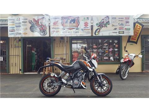 KTM DUKE 125cc @ TAZMAN MOTORCYCLES