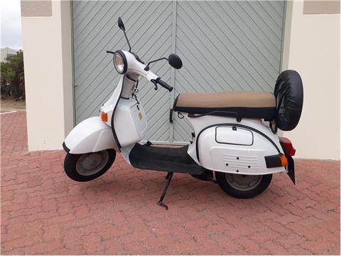 Old skool classic Vespa lookalike: Bajaj Chetak 125 two stroke scooter