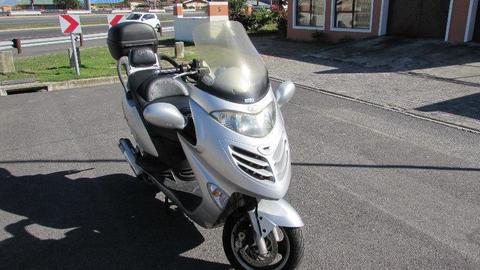Kymco Grand Dink 250cc with Top Box for R17,000 NEG